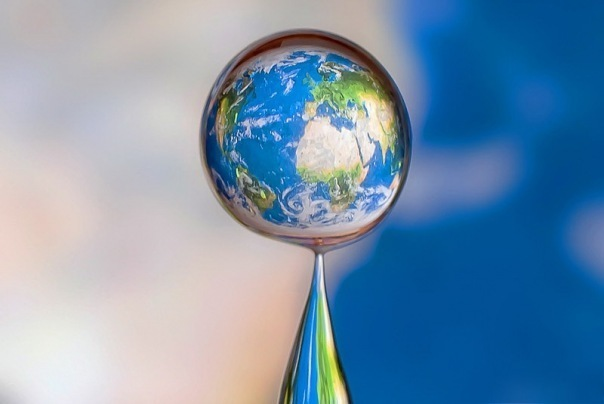 Water drop reflects the world