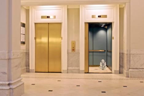 elevator pause